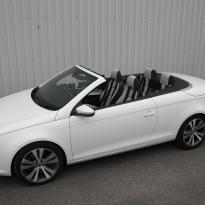 Vw eos sport black leather with portland grey guilted centre stripe and inner wings(1)