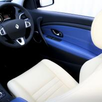 Renault megane coupe dynamique artisan cream with blue sections  stitching 009